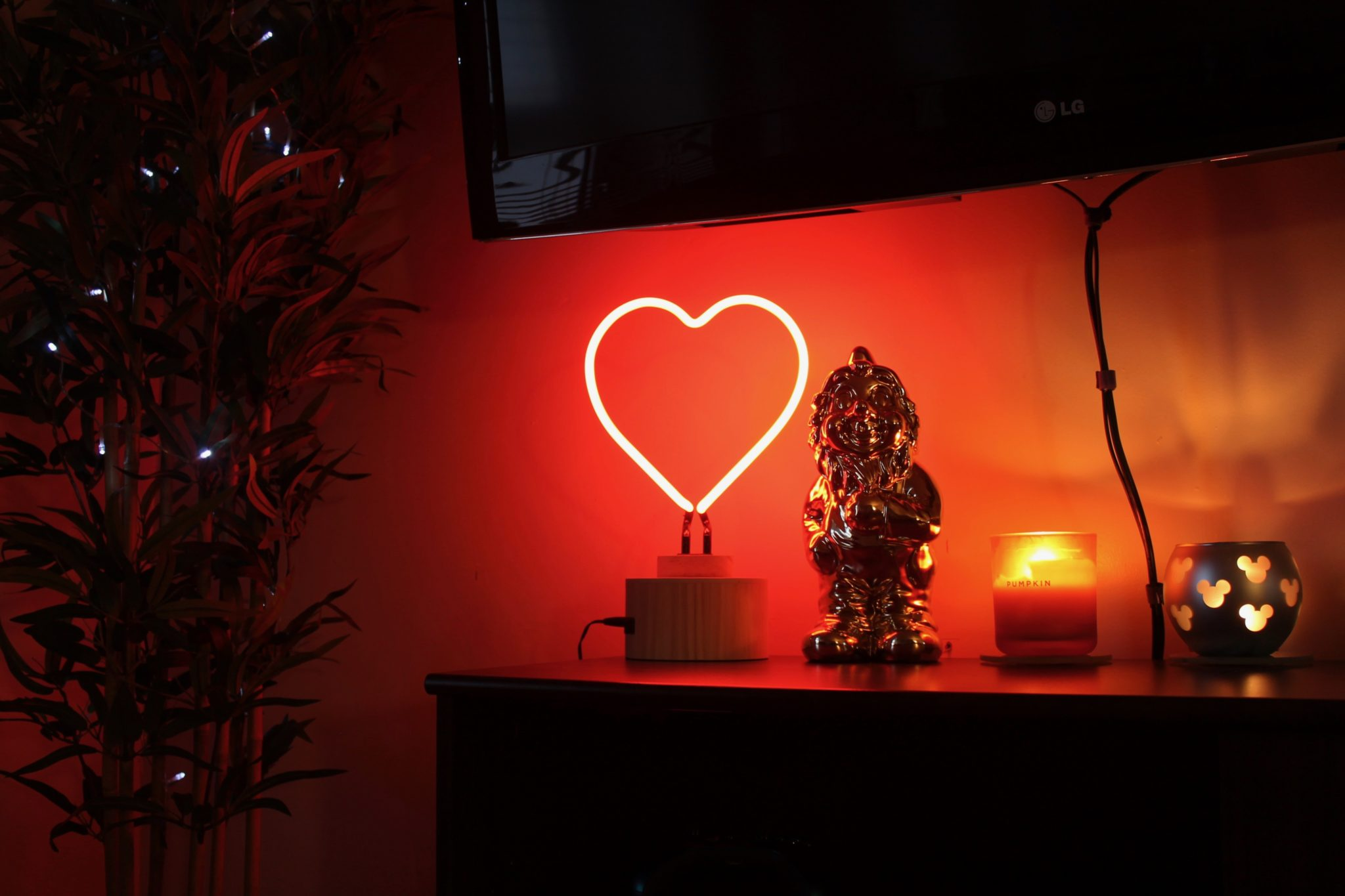 Gingersnap Neon Heart Lamp